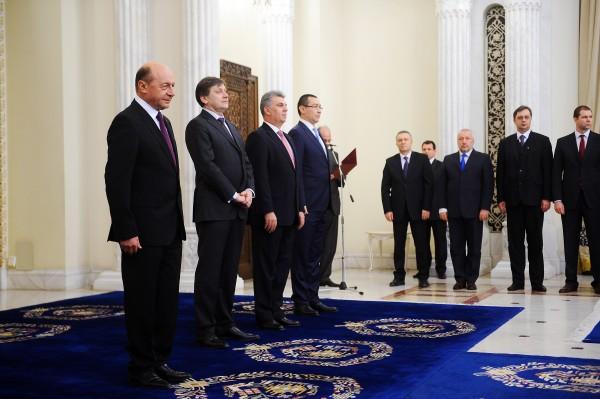 zece politicieni mititei